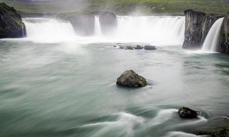 Godafoss, ein wunderschöner Wasserfall foto