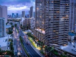 Ala Moana Boulevard und Honolulu Skyline