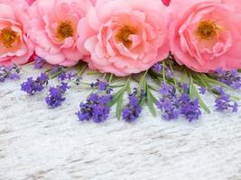 rosa lockige offene Rosen und Provence Lavendel Bouquet foto