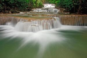 tropischer Wasserfall foto