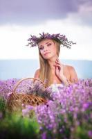 Mädchen auf dem Lavendelfeld