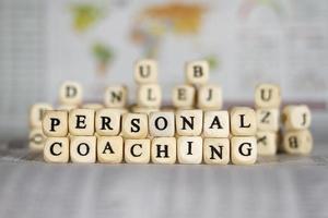 persönliches Coaching-Wort auf Zeitungshintergrund foto