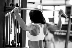 Frauen im Fitnessstudio foto