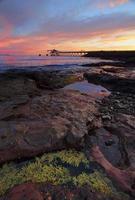 Sonnenaufgang vom Bass Point mit Kieslader Pier in der Ferne
