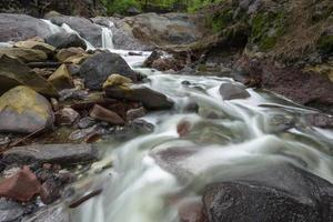 Wasserfall in der Nähe von Ijen Krater, Mount Ijen, Ost-Java, Indonesien.