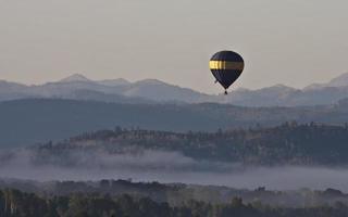 über dem Nebel foto