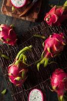 rohe Bio-Drachenfrucht foto