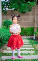 süßes kleines Mädchen im Kleid foto