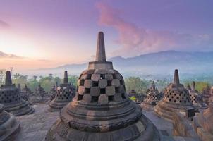 Sonnenaufgang Borobudur Tempel Stupa in Yogyakarta, Java, Indonesien.
