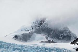 Patagonien - schneebedeckter Berg und Gletscher foto
