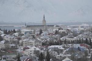 Blick auf das Stadtzentrum von Reykjavik von der Spitze des Perlan, Island