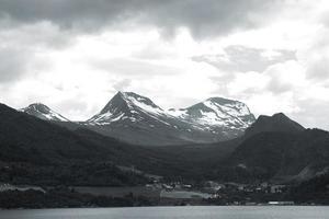 Island schwarz und weiß.
