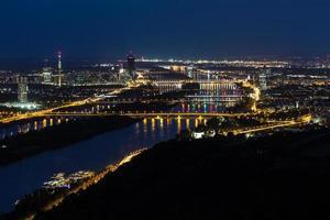 Wien, Luftaufnahme bei Nacht