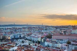 Lissabon mit Brücke vom 25. April