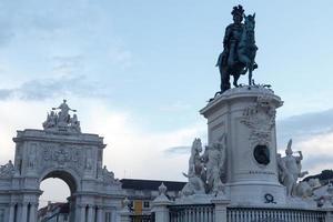 Reiterstatue und Rua Augusta Bogen in Lissabon
