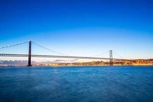 Lissabon Brücke in der Abenddämmerung