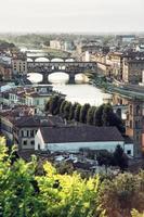 Florenz Stadt mit erstaunlichen Brücke Ponte Vecchio, europäische Städte
