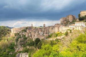stadtansicht von sorano toskana italien