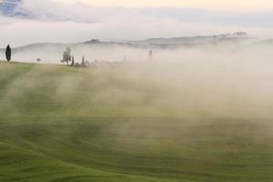 neblige toskanische Morgendämmerung