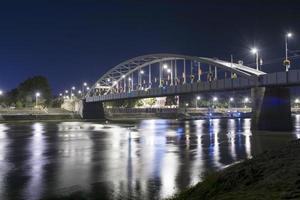 alte Brücke in Szeged in der Nacht