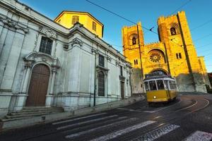 Straßenbahn in den Hügeln von Lissabon