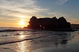 Sonnenuntergang bei Praia da Rocha in Portugal foto