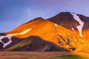 Sonnenaufgang in Island. Feen-Morgendämmerung
