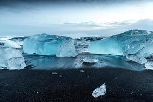 Eisberge bei Jokulsarlon in Südisland