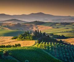 landschaftlich reizvolle toskanische Landschaft bei Sonnenaufgang, Val d'orcia, Italien
