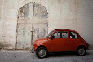 Vintage italienische Szene, alter Fiat 500 foto