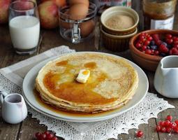 Pfannkuchen mit Ahornsirup