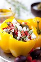 gebackene gefüllte Paprika gefüllt mit Käse, Kapern und Sardellen