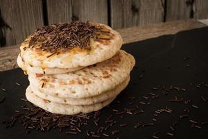 Pfannkuchen mit Honig und Ahornsirup