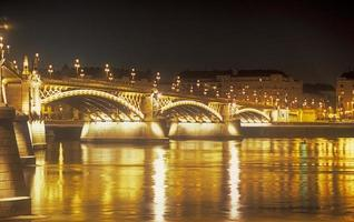 Margaret Bridge in der Nacht.
