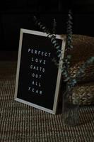 Schwarz-Weiß-Zitat-Tafel foto