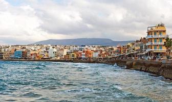 malerische Aussicht auf Stadtbild und Bucht. Chania, Griechenland.