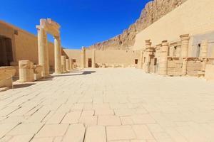 Tempel der Hatschepsut in der Nähe von Luxus in Ägypten foto