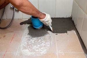 das Badezimmer reparieren