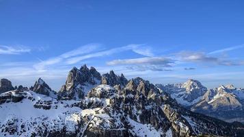 schneebedeckte Dolomitberge