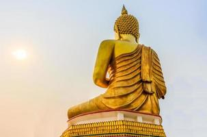 große goldene Buddha-Statue im Thailand-Tempel