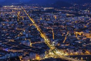 Blick auf Grenoble am Abend, Frankreich foto