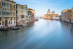 Langzeitbelichtung des Canal Grande in Venedig, Italien.