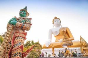 große Buddha-Statue bei Wat Doi Kham. in Chiangmai Thailand