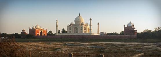 Taj Mahal von jenseits des Yamuna Flusses foto