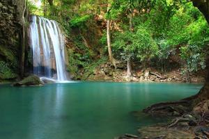 Erawan Wasserfall in Kanchanaburi, Thailand foto