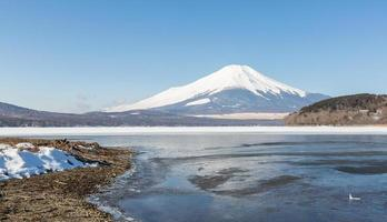 Mount Fuji vereist Yamanaka See