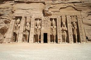 der tempel von hathor und nefertari, abu simbel, ägypten