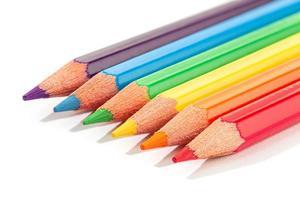 Buntstifte auf weißem Hintergrund