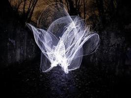 Langzeitbelichtung von Lichtmalerei foto