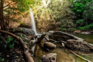 der haew suwat wasserfall in thailand foto